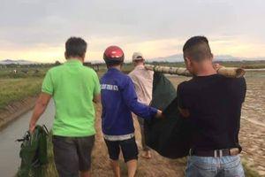 Người phụ nữ nghèo ở Quảng Trị đi gieo lúa thuê bị sét đánh chết