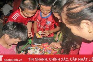 Vui tết thiếu nhi sớm tại Làng trẻ em mồ côi Hà Tĩnh