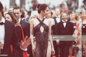 Muôn màu trang phục gợi ý cho Ngọc Trinh tại Cannes: Áo bà ba tím của Hai Phượng hay đồ bảo hộ ninja sẽ ghi điểm?