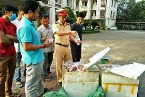 Hà Tĩnh: Xe ô tô khách chở trên 200 kg thịt lợn qua đông lạnh không rõ nguồn gốc