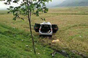 Hà Tĩnh: Xe chở hài cốt liệt sĩ mất lái lao xuống ruộng