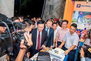 Đông đảo khách tham quan triển lãm thành tựu 10 năm CVĐ 'Người Việt Nam ưu tiên dùng hàng Việt Nam' ngành Công Thương