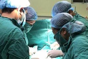 Mổ 'bắt' con 31 tuần tuổi cho sản phụ ung thư vú giai đoạn cuối