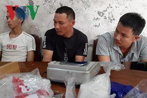 Tóm gọn 3 đối tượng đi xe KIA Moning vận chyển gần 2,7 kg ma túy