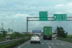 Trạm thu phí trên cao tốc Nội Bài - Lào Cai bị sét đánh hỏng, phải thu phí bằng vé giấy