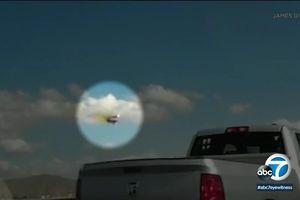 Clip: Chiến đấu cơ F-16 lao vào nhà kho, phi công nhảy dù thoát chết như phim