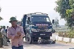 Va chạm với xe tải, người đàn ông tử vong thương tâm
