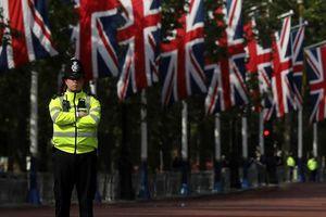 Phát hiện vật phẩm lạ, Anh phong tỏa khu vực điện Whitehall