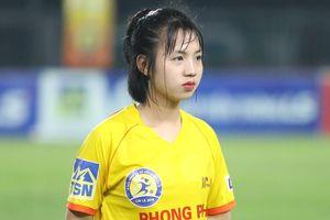 Nét đáng yêu của nữ cầu thủ đội Hà Nam