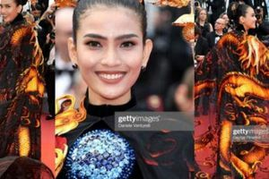 'Mãn nhãn' ngắm Trương Thị May mặc áo dài, khăn choàng rồng bay nổi bật tại Cannes