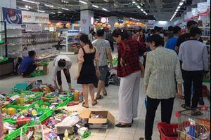 Nóng trên mạng xã hội: Xấu hổ chuyện khách hàng 'càn quét' siêu thị Auchan