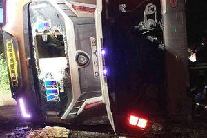 Lật xe khách ở Đồng Nai, 19 người thương vong