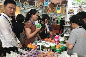 Dân Hà Thành đua nhau mua sắm tại Hội chợ hàng Thái Lan ở Hà Nội