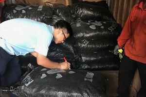 Táo tợn giấu gần 5,3 tấn vảy tê tê trong container hạt điều nhập khẩu