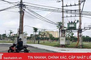 Cần sớm di dời, chỉnh trang hệ thống điện tại Quảng trường TP Hà Tĩnh!