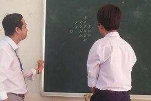 Thầy giáo bá đạo nhất MXH hôm qua: Rủ học trò chơi cờ, thắng được cộng điểm nhưng lý do phía sau mới bất ngờ