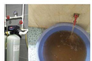 Lấy mẫu nước sinh hoạt tại chung cư CT12 Văn Phú, Hà Đông để xét nghiệm độc lập