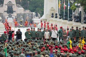 Ông Maduro ra lệnh: Quân đội sẵn sàng đẩy lui can thiệp của Mỹ