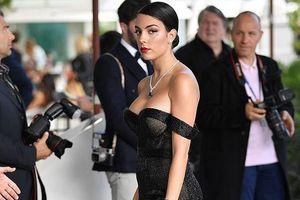 Bạn gái C.Ronaldo bị nhận xét 'phát tướng' khi cố khoe vòng 1 tràn trề trên thảm đỏ Cannes