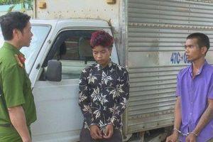 Bi hài 2 thanh niên trộm xe tải nhưng không biết lái