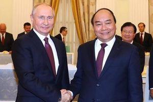 Chùm ảnh: Thủ tướng Nguyễn Xuân Phúc hội kiến Tổng thống Nga Putin