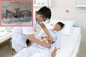 Tập đi xe đạp, bé trai ở Phú Thọ ngã vỡ ruột non