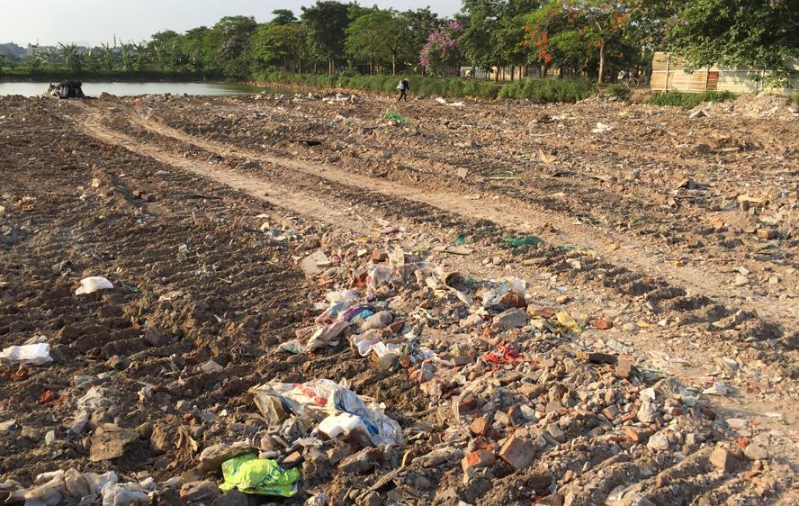 Cần ngăn chặn việc đổ trộm phế thải trên đất dự án tại xã Ngọc Hồi (Thanh Trì)
