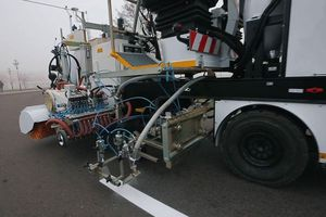 Những cỗ máy sơn vạch kẻ đường siêu tốc