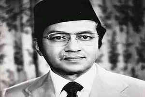 Thủ tướng Mahathir Mohamad (1): Từ sinh viên 'sản phụ khoa' tới bác sỹ phẫu thuật