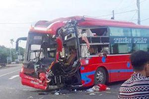 2 ôtô khách tông nhau, 7 người nhập viện