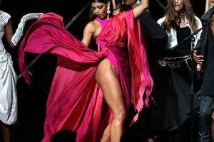 Dàn siêu mẫu khoe dáng trong tiệc thời trang hậu Cannes
