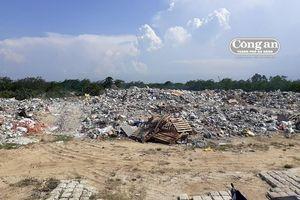 Bãi rác tự phát khổng lồ