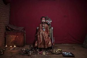 Cuộc đời các 'nữ thần sống' ở Nepal sau khi hồi tục