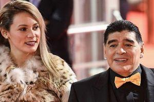 Bị tố nợ bạn gái cũ 5 triệu bảng, Maradona bị bắt ngay ở sân bay