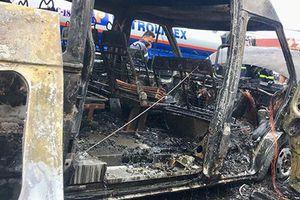 Xe 16 chỗ cháy rụi, thiếu niên 14 tuổi tử vong