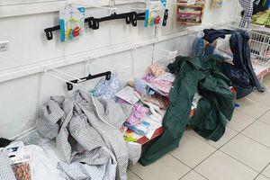 Siêu thị Auchan tan hoang sau 'cơn bão' mua sắm thiếu ý thức