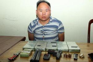 Bắt đối tượng vận chuyển 10 bánh heroin,1 khẩu súng quân dụng K59, 8 viên đạn