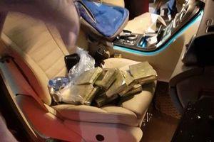 Bắt đối tượng mang 'chó lửa' chở theo 10 bánh heroin trên xe Mercedes
