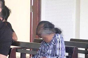 Mẹ già khóc òa khi nghe bản án chung thân dành cho đứa con trai độc nhất