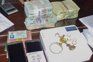 Hàng chục cảnh sát 'đánh sập' đường dây đánh bạc gần 1 tỷ đồng