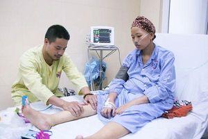 Giây phút thiêng liêng trong ca mổ đón bé sơ sinh 1,5kg từ người mẹ ung thư giai đoạn cuối: 'Mẹ đặt tên con là Đỗ Bình An…'