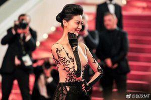 Hoa hậu Trung Quốc đánh mất sự nghiệp vì ham mặc hở hang tại Cannes