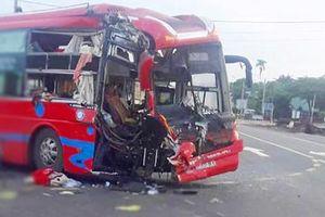 Tai nạn giao thông giữa hai xe khách làm nhiều người nhập viện
