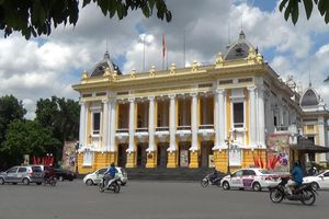 Nhà hát Lớn nằm trên con phố nào của Hà Nội?