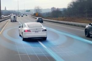 Tính năng tự lái của Tesla khiến người dùng 'thót tim'