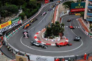 Đến thiên đường Monaco xem đua xe F1 và ngắm… bikini