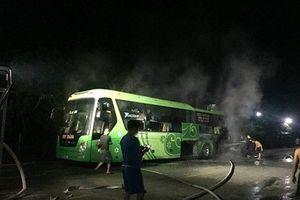 Nghi vướng rơm, xe khách Hà Nội - Hương Sơn bốc cháy