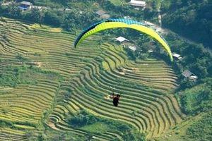 Khai mạc Festival dù lượn 'Bay trên mùa nước đổ' ở Yên Bái