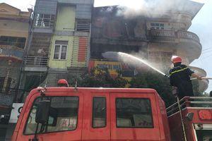 Cháy cửa hàng kinh doang gas, cả khu phố náo loạn