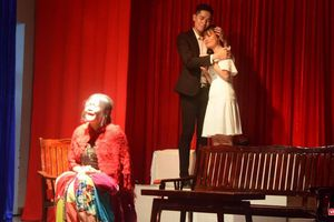 Diễn kịch bằng tiếng Anh, sinh viên thích được 'trả bài' thầy cô
